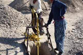 Старатели на золотоносных рудниках под Нуратой